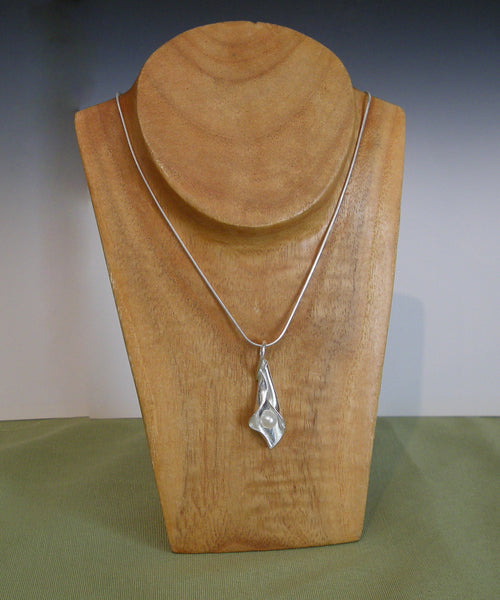 Orchid (White Pearl) - Necklace