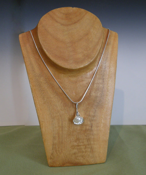 Calla Lilly (White Pearl) - Necklace