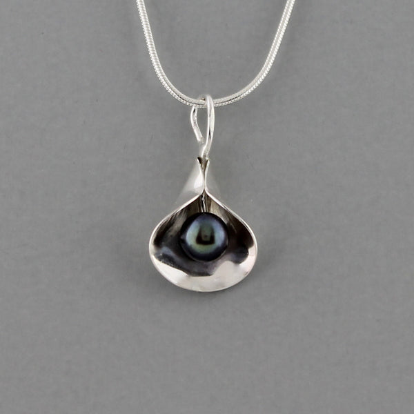 Calla Lilly (Dark Pearl) - Necklace