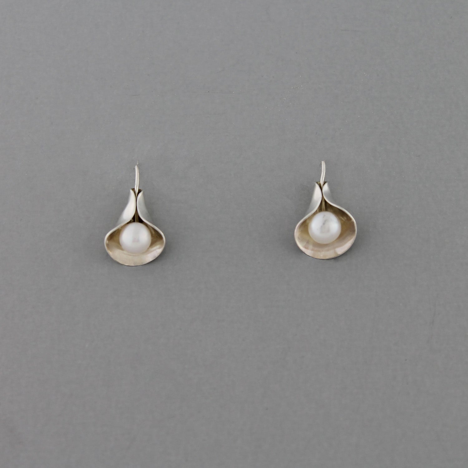 Calla Lilly (White Pearl) - Earrings
