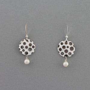 Waning Moon (Pearl) - Earrings