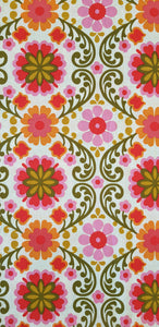 Large Flowers on Cream (100x150cm) - Lori's Fabrics & Quilts