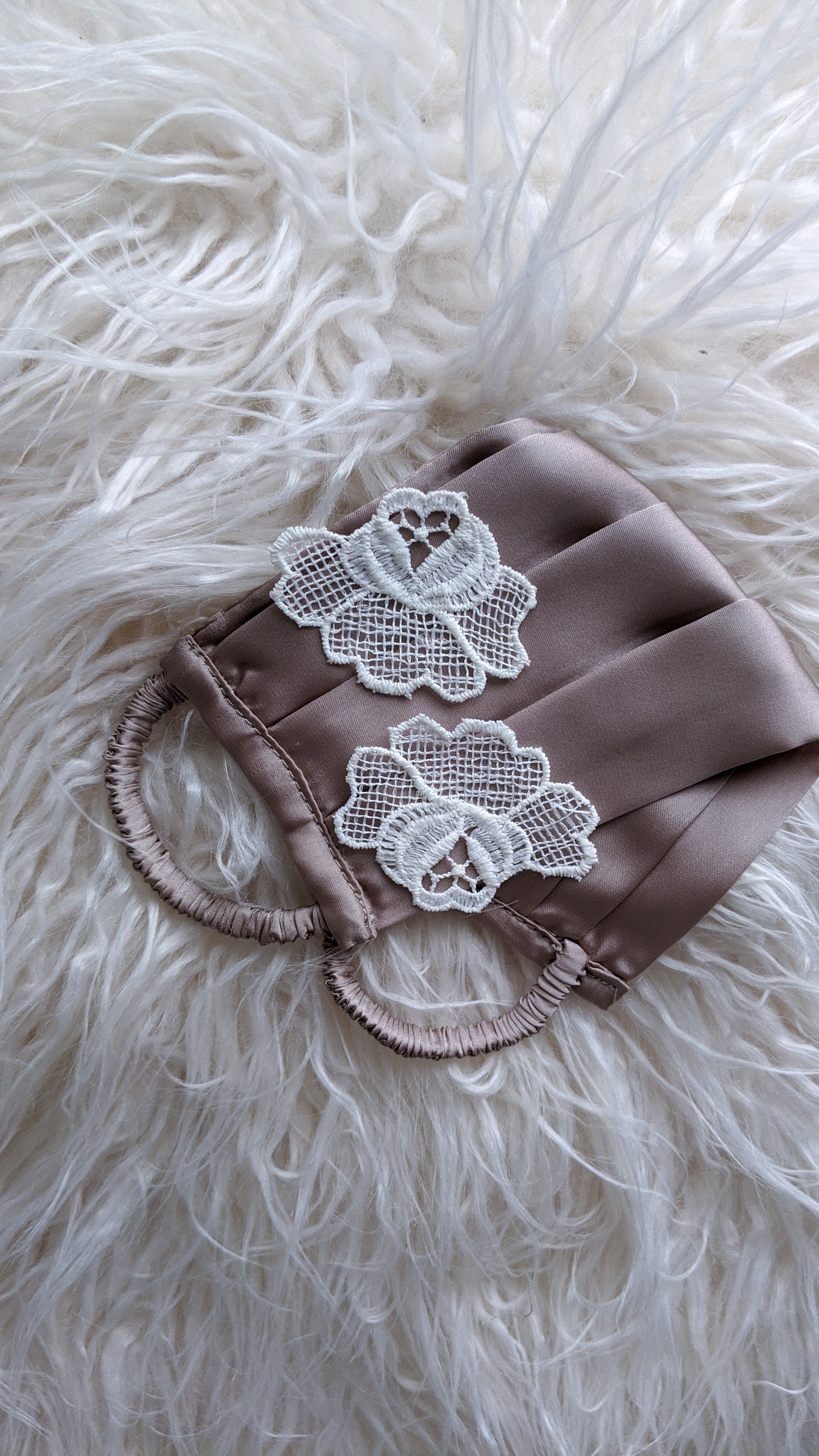 Lace pleated face mask