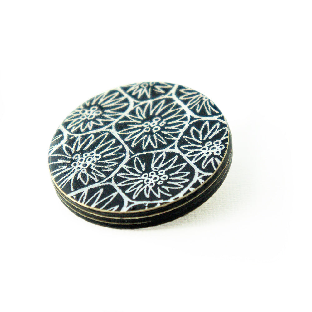Brooch - with Anemone pattern
