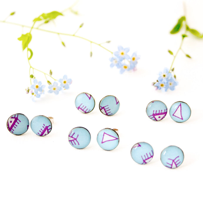 Stud earrings with geometric drawings made from silver, paper and resin by Dittany Rose