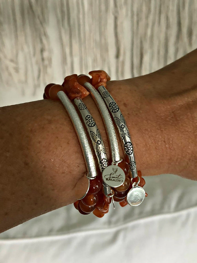 AMBER BEAD WITH BRUSHED SILVER TUBE STRETCH BRACELET