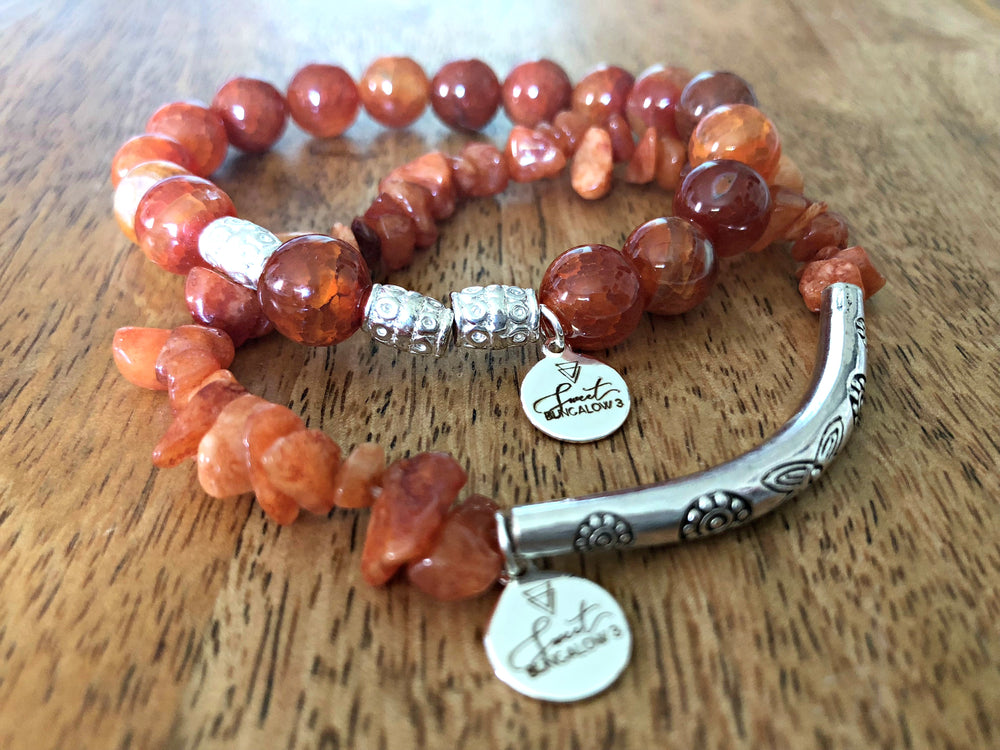 FIRE AGATE DYED AMBER STONE STRETCH BRACELET