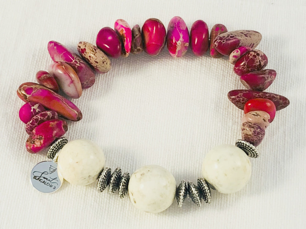HOT PINK AND CREAM MARBLED BEADED STRETCH BRACELET