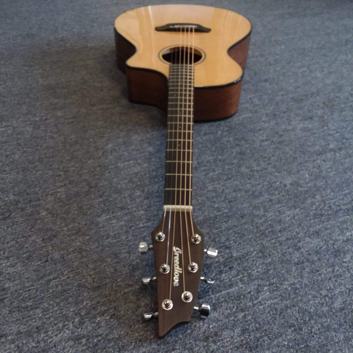 Breedlove Discovery Concert CE Sitka - Mahogany