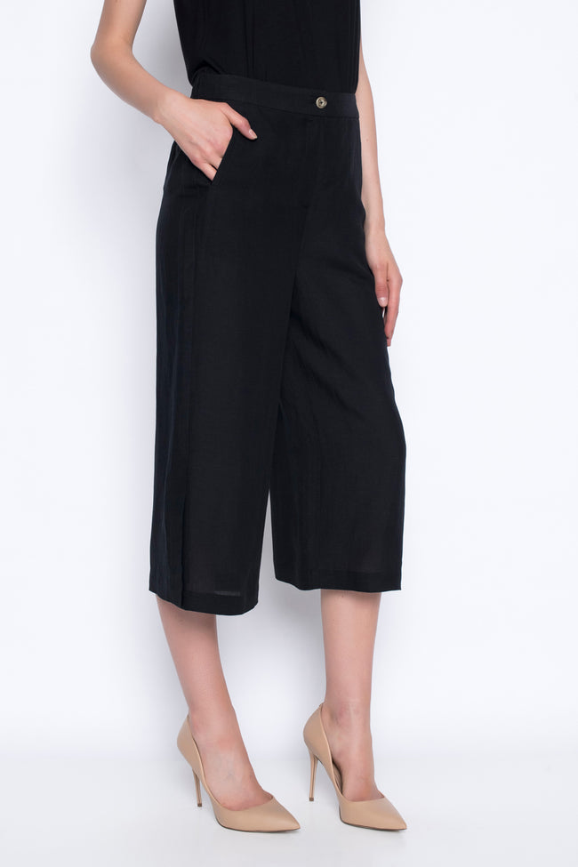 wide leg cropped pants with side slits in black side view with pocket