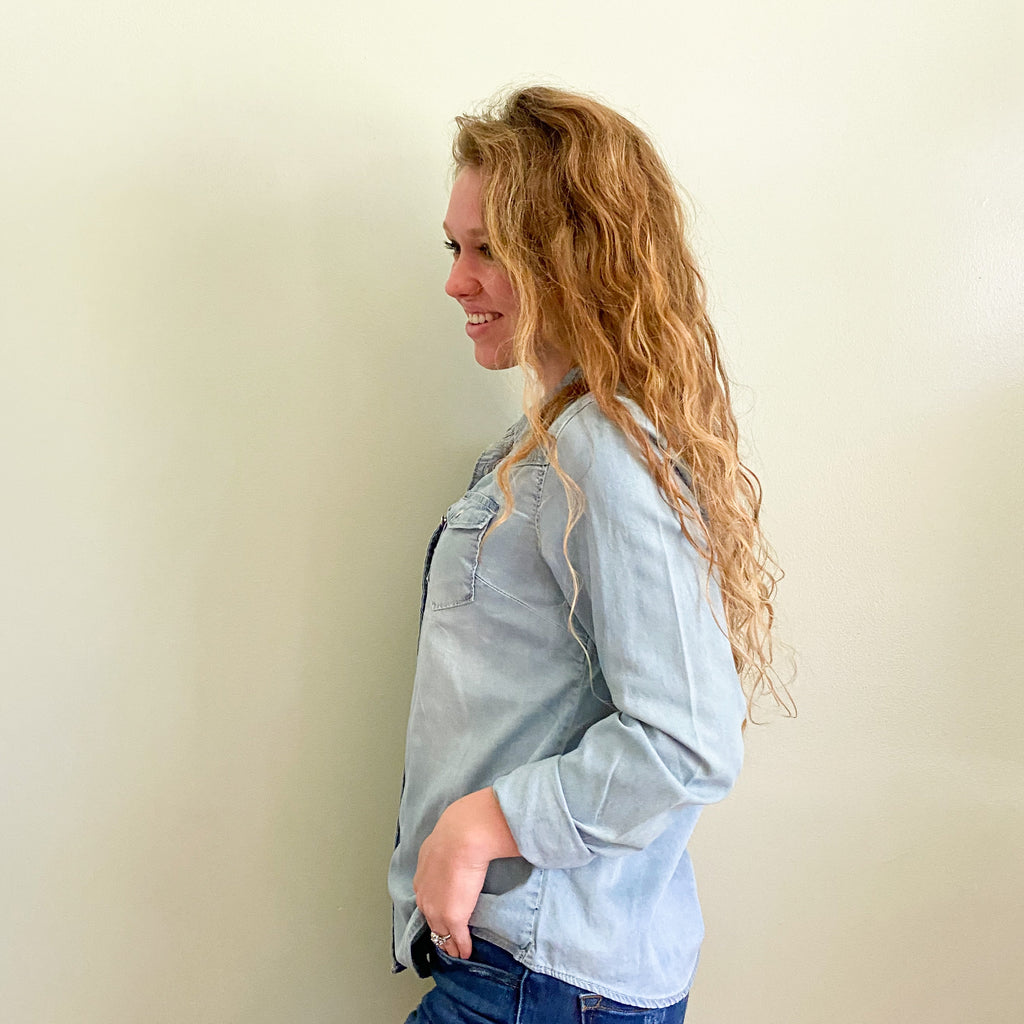 winding roads chambray top