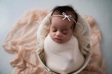 Load image into Gallery viewer, Cottontail Bow & Co. | Newborn Set | Baby