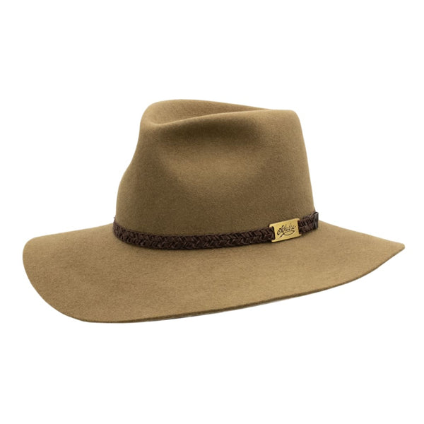 Angle view of the Akubra Avalon hat in Eucalpyt colour