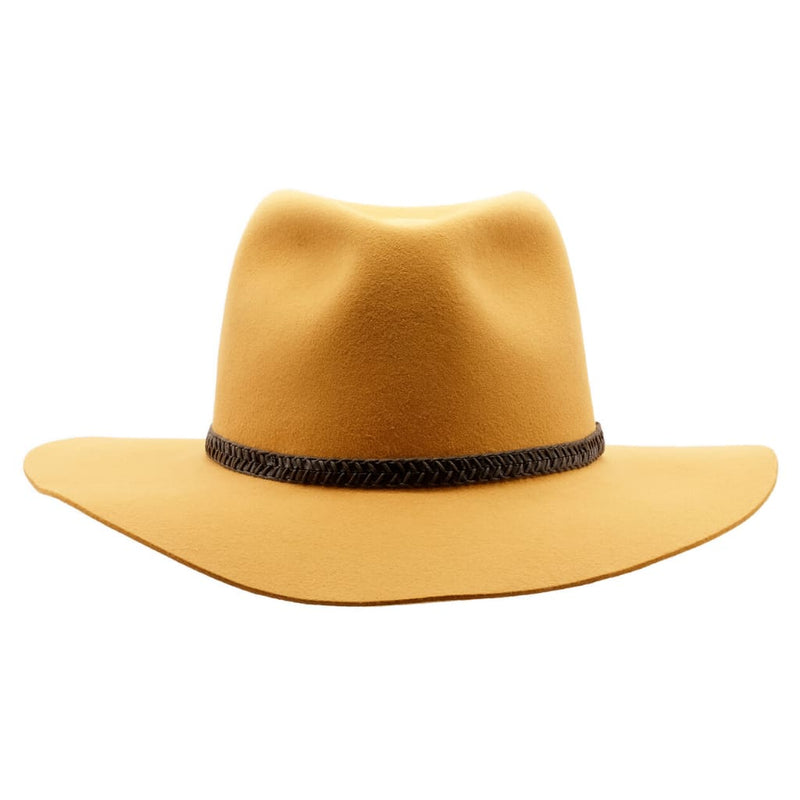 Front-on view of the Akubra Avalon hat in Ochre to show brim and crown shape and hat band detail.