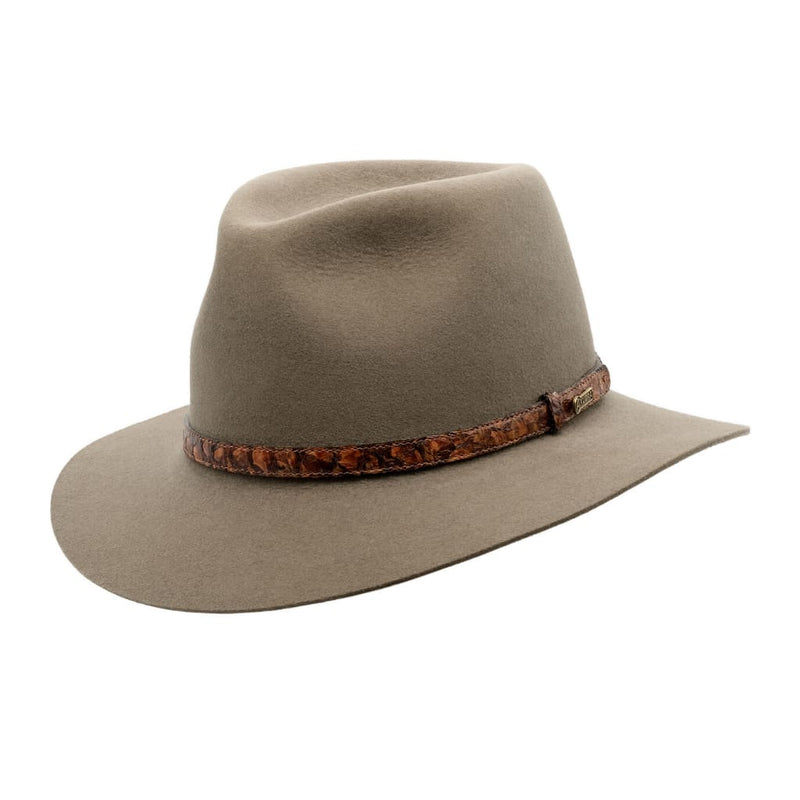 Angle view of Akubra Banjo Paterson hat in Heritage Fawn
