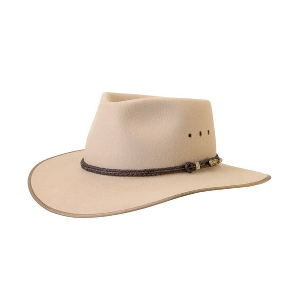 Angle view of Akubra Cattleman hat in Sand colour