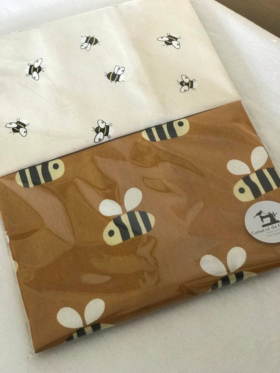 Busy Buzzing Bees Set of 2 Tea Towels