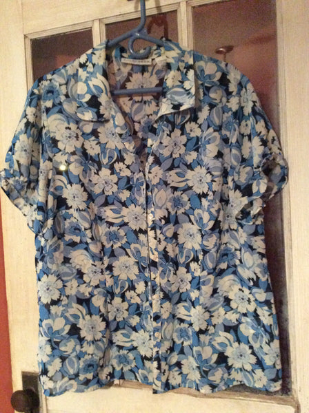 Adult Size: 1X / Sag Harbor Woman Blouse