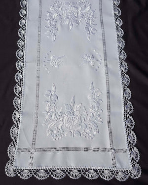 """Kalocsai"" style white embroidered tablecloth 40cm x 83cm"