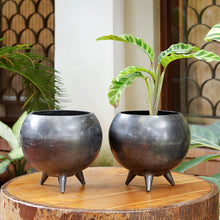 Load image into Gallery viewer, The Home Pot With Legs Planter Big Black CB1638-A