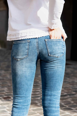Street fashion picture blue skinny slim jeans for ladies
