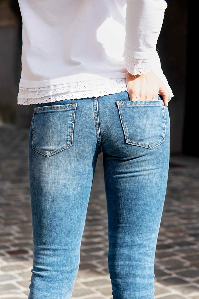 Street fashion picture black and blue skinny slim jeans for woman