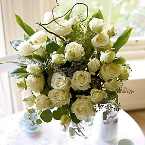 Lise - Bouquet - White Avalanche Spray Roses and foliages.