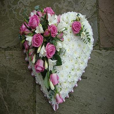 Clarrisa -  Heart in Pink and White Flowers - Luxury