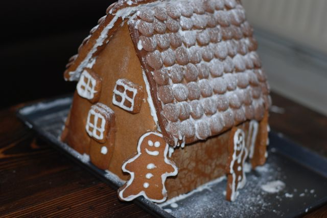 Lucy's How To: Gingerbread House