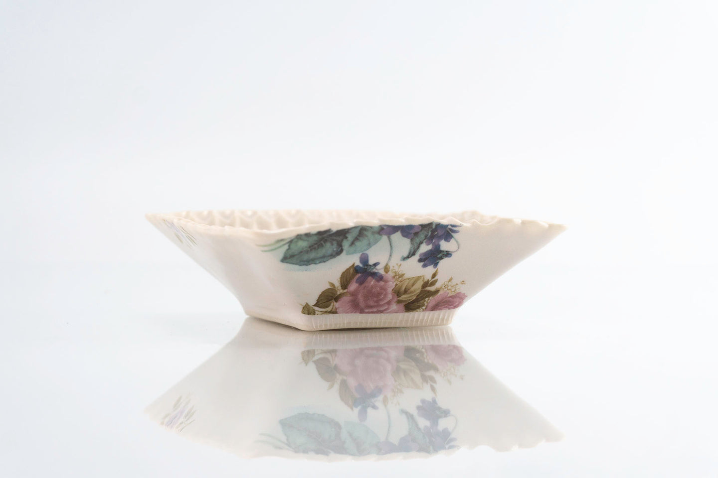 Flower Dimpled Square Dish (d-124)