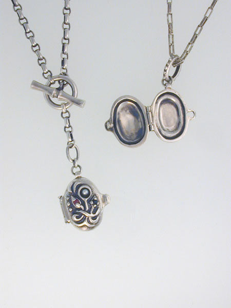 Oval-Floral-Locket-Barbara-Klar