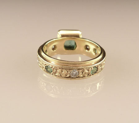 Gemstone-Platform-Ring-Gold-Emerald-Back