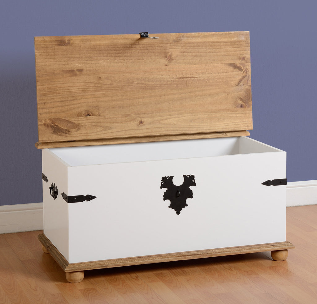 Coffee Table Toy Chest.Corona Pine And White Single Coffee Table Storage Chest