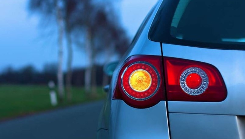 Why do most modern vehicles with LED lighting still use incandescent bulbs in the turn signals?