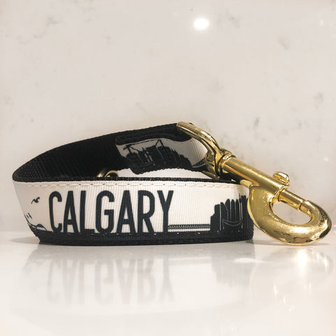 Calgary dog leash in Black, white and gold