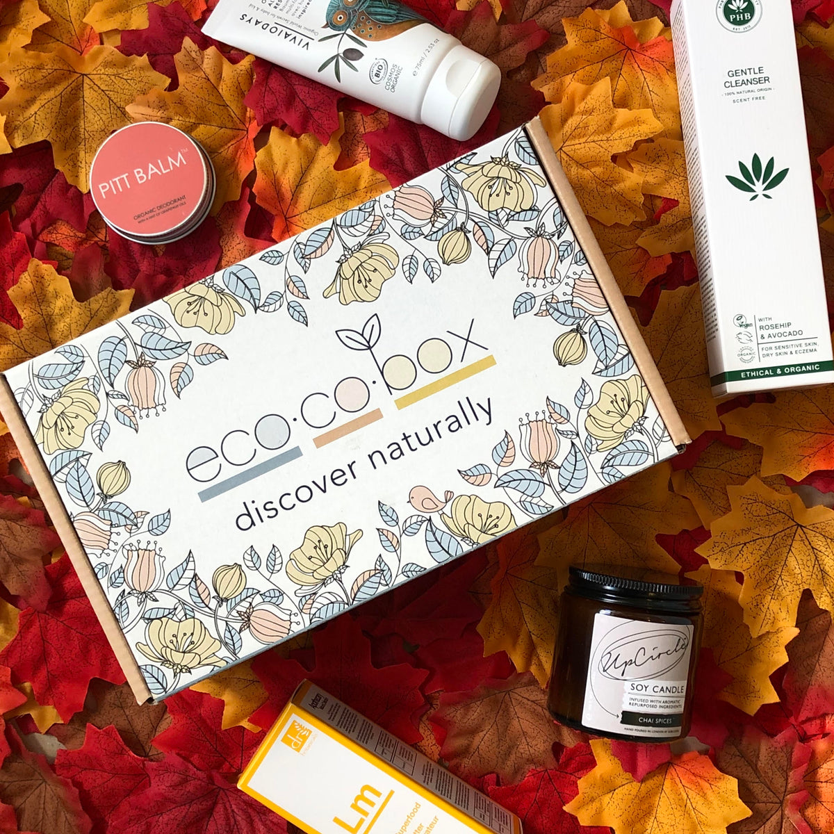Flatlay of the Autumn/Winter ecocobox subscription box for mum showing the ethical products for mum and baby. This also forms part of our gift subscription for mums and mums-to-be as it is tailored to pregnancy or baby stage.