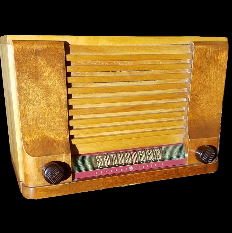 Vintage 1930's Deco General Electric  Maple Wood  Radio