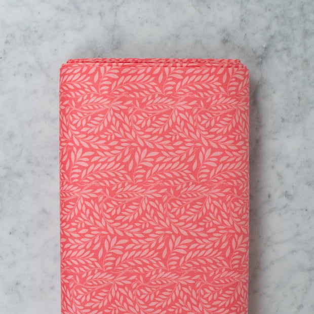 LIBERTY-OF-LONDON-english-garden-leaf-trail-coral-quilting-weight-04775607X-v1
