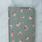quilt-gate-sweet-rose-ruru-bouquet-roses-dotted-sage-green-2330-15e