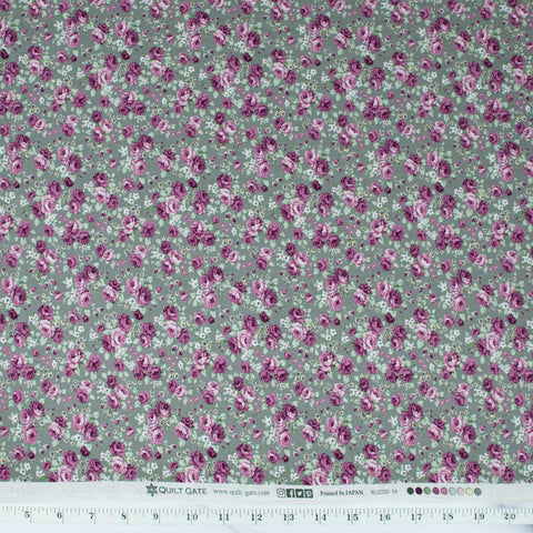 quilt-gate-sweet-rose-ruru-bouquet-small-roses-on-sage-green-2330-14E