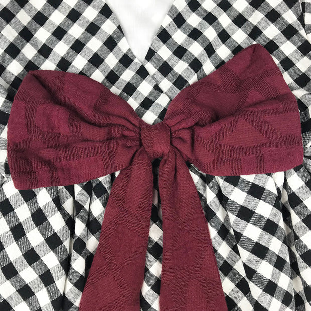 Baby Girl Clothes: detailed shot of red bow