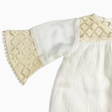 Baby Girl Clothes: zoom on cream lace sleeve