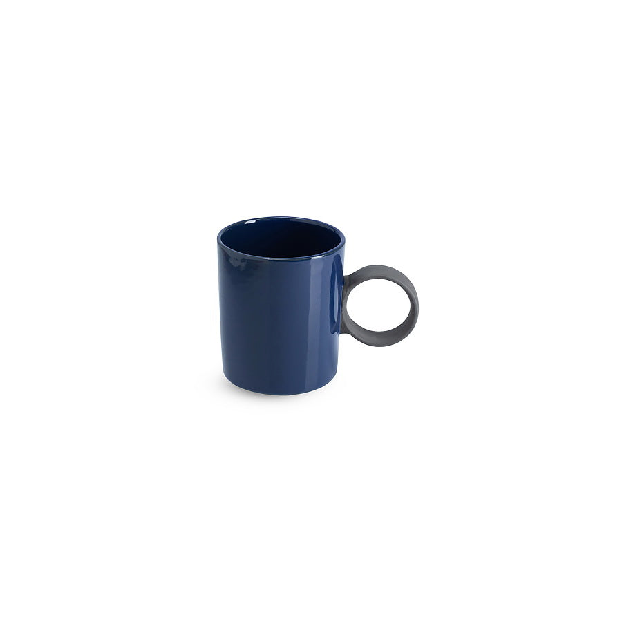 LAB mug dark blue shiny on charcoal clay (round handle without line)