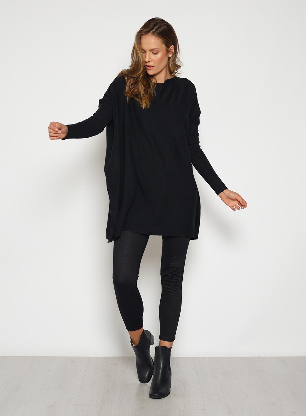 Straight Neck Knit Black