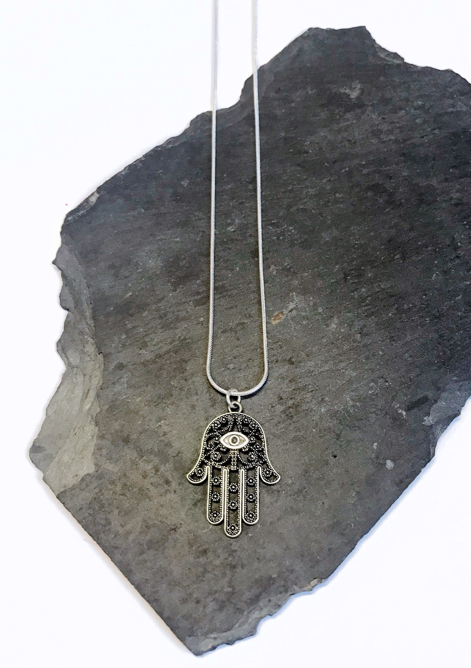 junkbox silver hamsa necklace
