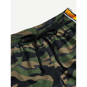 Men Camo Print Drawstring Waist Shorts
