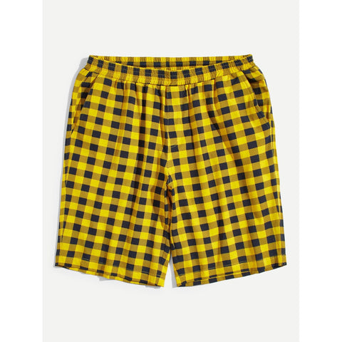 Men Pocket Back Plaid Print Elastic Waist Shorts