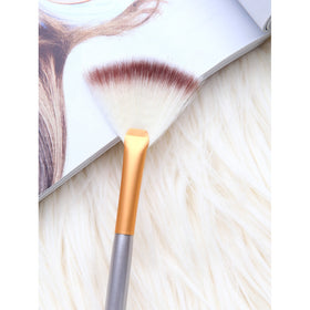 Sector Shaped Flat Head Makeup Brush