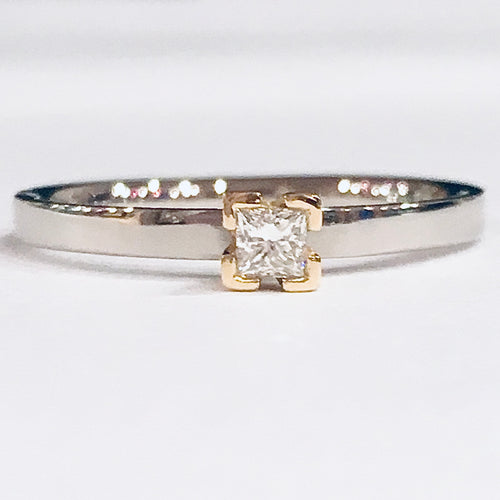 18ct white and yellow gold diamond ring