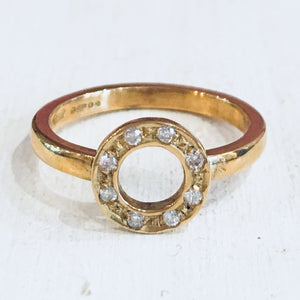 18ct yellow gold ring with 8 diamonds